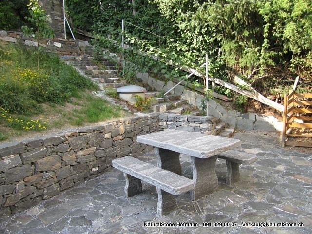 Calanca-Grotto-Tisch-Roald.jpg