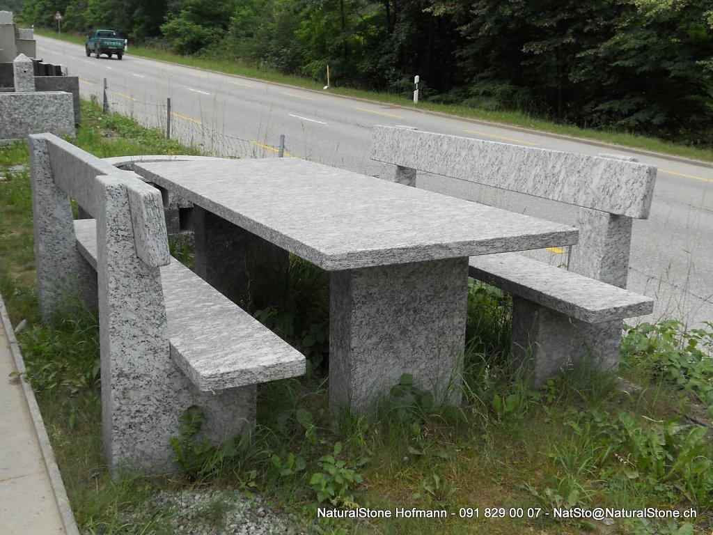 Tisch-Modell-Blenio-mit-Lehne.jpg
